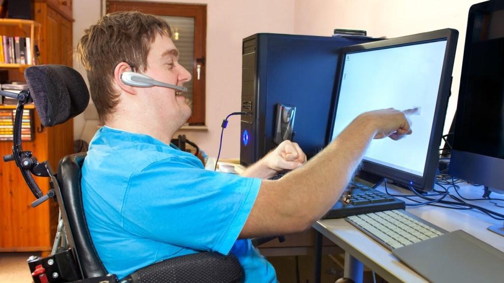 Τα άτομα με αναπηρίες θα έχουν ευκολότερη πρόσβαση σε προϊόντα και υπηρεσίες, όπως τηλέφωνα, ΑΤΜ και μηχανήματα έκδοσης εισιτηρίων.
