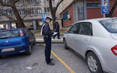 Ελλάδα – Τροχαία: 687 παραβάσεις σε 6 ημέρες για οδηγούς που κλείνουν ράμπες και θέσεις ΑμεΑ