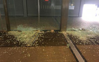 Επίθεση στα κεντρικά γραφεία της Εθνικής Ασφαλιστικής! (video)