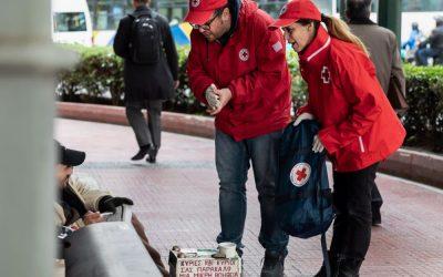 Ο Ελληνικός Ερυθρός Σταυρός στο πλευρό των αστέγων στο λιμάνι του Πειραιά