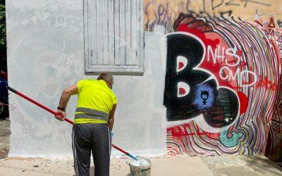 Δήμος Αθηναίων: Με μεγάλη επιχείρηση αντιγκράφιτι καθάρισαν επιφάνειες 8.200 τ.μ. στην Πλάκα