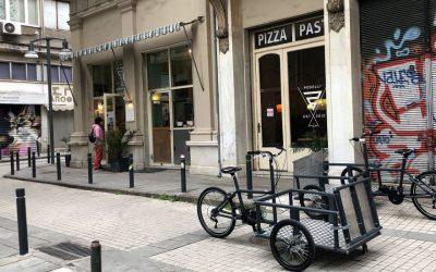 Διαθέσιμα για κοινή χρήση δυο ποδήλατα για ΑμεΑ στο περίπτερο του Πανελλήνιου Συλλόγου Παραπληγικών στην ΔΕΘ